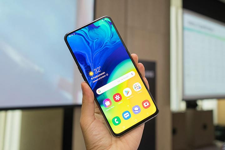 Galaxy A80 được trang bị màn hình AMOLED tỉ lệ hiển thị đạt 98,3 %