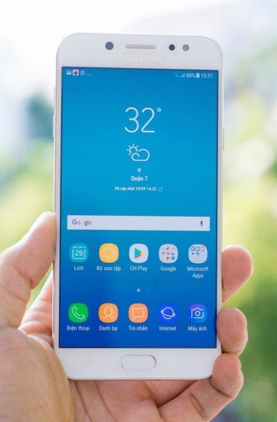 Màn hình trên Samsung Galaxy J7 Plus