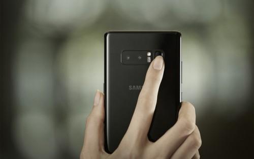 Camera kép trên Note 8 đươc đặt vào vị trí giữa