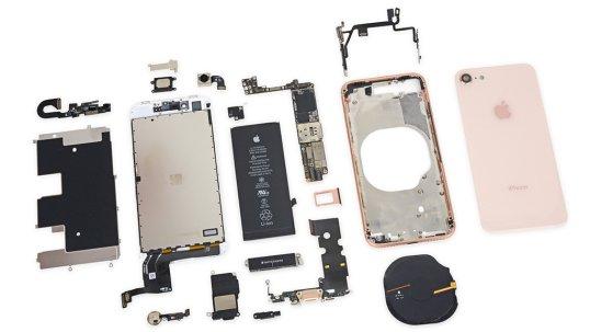 Cấu tạo khá bền chắc giữa mặt kính sau và linh kiện của Iphone 8