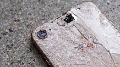 Nếu mặt sau Iphone 8 vỡ hoàn toàn người dùng phải trả thêm phí ngoài bảo hành