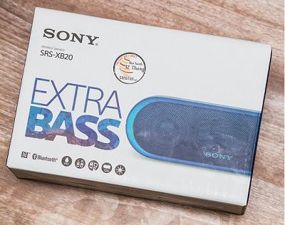 Loa Sony SRS-XB 30 với hộp sử dụng bằng chất liệu giấy.