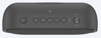 Loa Sony SRS-XB 20 kết hợp với nút điều khiển.