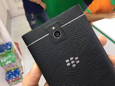 mieng-dan-da-blackberry-passport-handmade-da-that-1