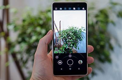 Màn hình của Nokia 8 Sirocco sở hữu tấm nền pOLED