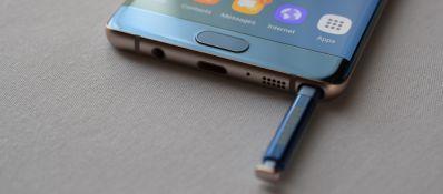 Bút Spen được thiết kế ở phần đáy của thân máy Samsung Galaxy Note FE