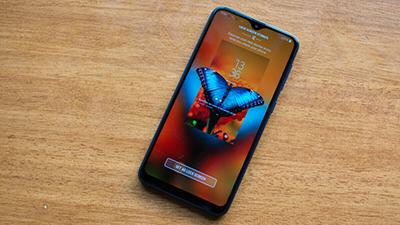 Galaxy M10 với màn hình Infinity-V hiển thị 90%