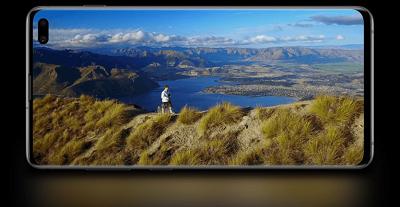 Độ hiển thị sắc nét và không gian hiển thị cao trên Samsung Galaxy S10 Plus