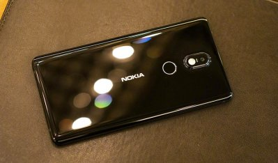 Nokia 7 có thiết kế mặt kính sau bóng loáng, sang trọng