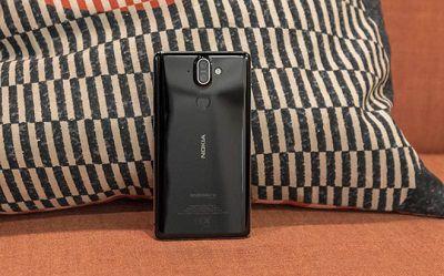 Mặt sau chiếc điện thoại Nokia 8 Sirocco