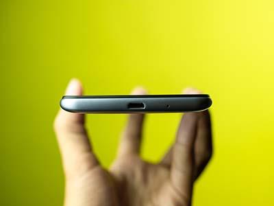 Xiaomi Redmi 6A vẫn giữ cổng micro usb.