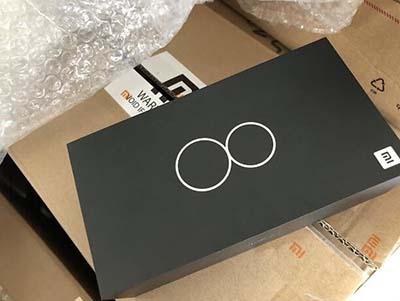 Hình ảnh rò rỉ thiết kế vỏ hộp của Xiaomi Mi 8