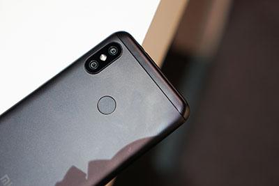 Xiaomi Mi A2 Lite trang bị camera kép