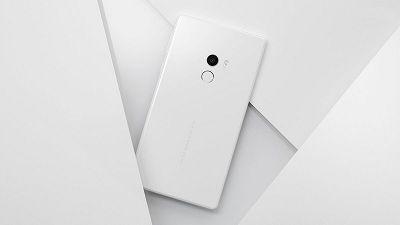 Xiaomi Mix 2 camera được trang bị viền mạ vàng.