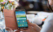 Nên mua Samsung Galaxy S5 Au hay iPhone 5 quốc tế?