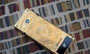 Điện thoại mạ vàng, họa tiết Đông Sơn giá 150 triệu đồng